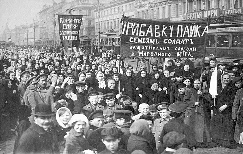 800px-Демонстрация_работниц_Путиловского_завода_в_первый_день_Февральской_революции_1917